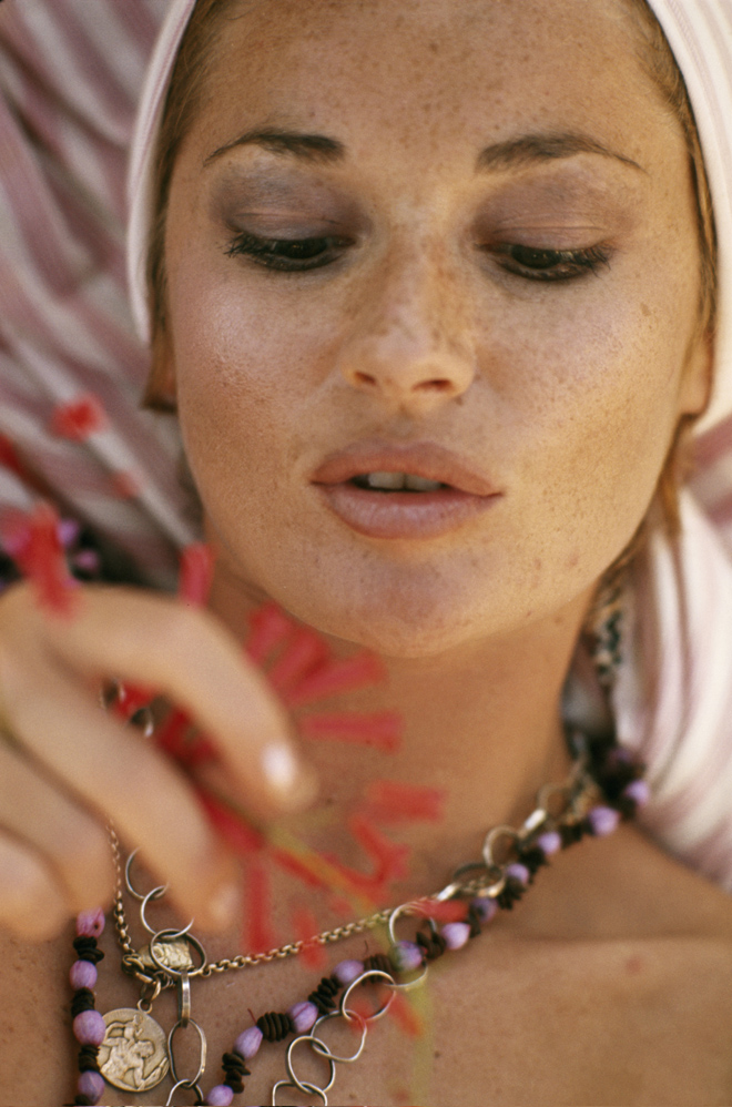 quotdynastyquot actress stephanie beacham let her freckles shine